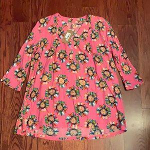 NWT Lara Fashion Daisy Design Tunic Top Sz Large!